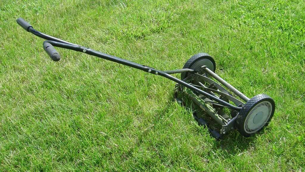 Best Hand Push Manual Lawn Mower 2019 - Reviews Radar